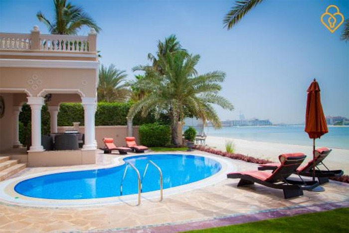 7 bedroom vacation villa on palm jumeirah dubai for Hotels with private pool in dubai